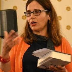 Dr. Sonja Vandenrath (Literaturbeauftragte der Stadt Frankfurt am Main) führt in die Veranstaltung ein